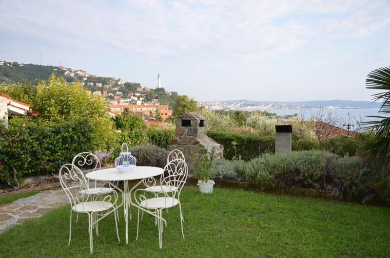 Studio in villa: verde e mare a 10 min da Trieste, holiday rental in Trieste