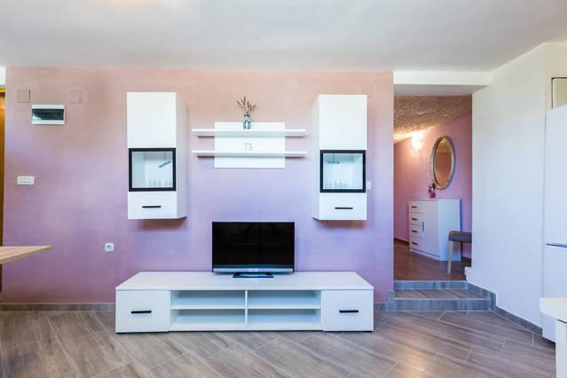 NEW - AMAZING 1 BED. APARTMENT!, aluguéis de temporada em Kukljica