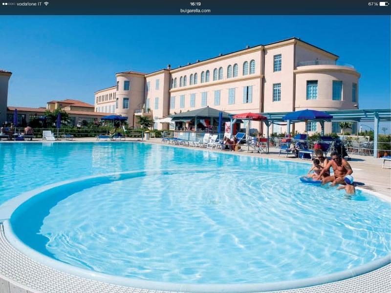 Appartamento  in Residence direttamente  sul mare dentro un parco naturale, holiday rental in Pisa