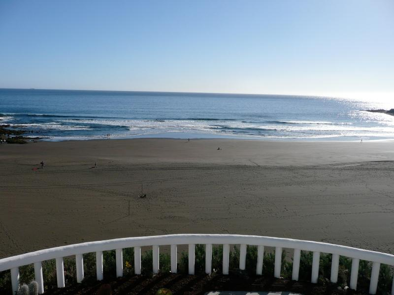 Magnificent 180 degree views over the sea and the beach. Golf. Terrace of 100m2 on the beach and dir