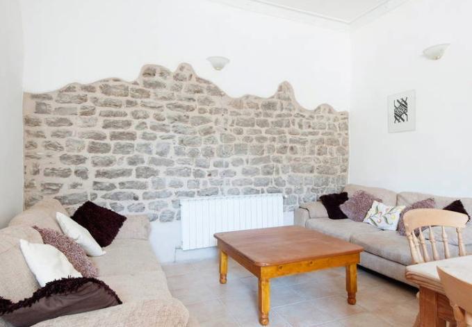 Il muro medievale riportato a vista
