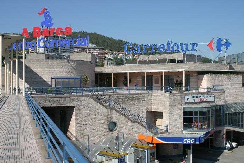 Cruzando el puente de 'A Barca' y a 2 min. Centro comercial 'A Barca' - Carrefour