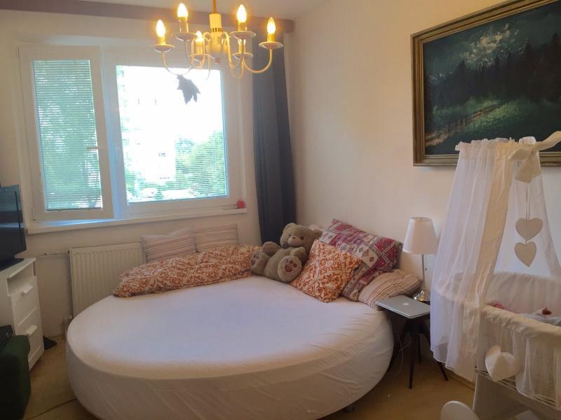 Lovely room in nice flat, big round bed, casa vacanza a Regione di Bratislava