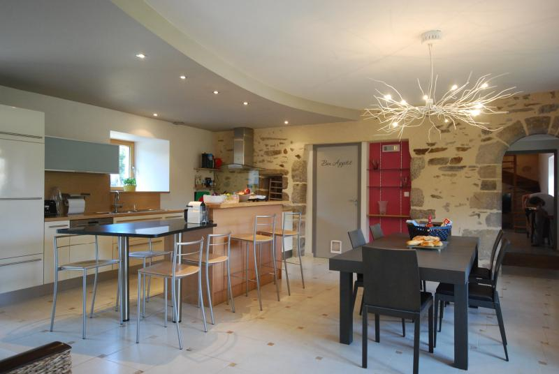 kitchen with dining table, granite seating area & bar