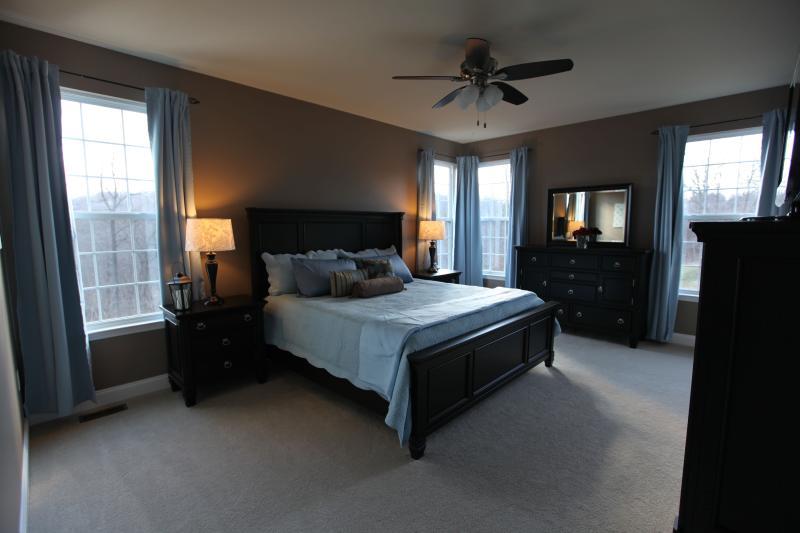 Master Bedroom, King Bed, DirecTV