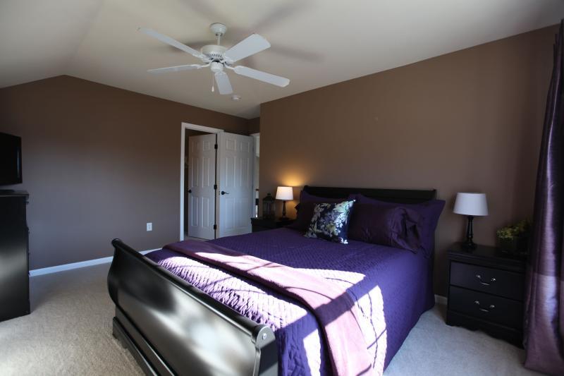 Purple Room, Queen Bed, DirecTV, DVD
