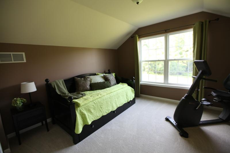 Green Room, Twin bed with twin trundle