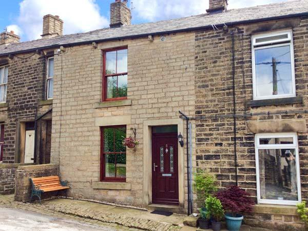 5 VICARAGE LANE family-friendly, village location, fabulous walking all around, holiday rental in New Mills