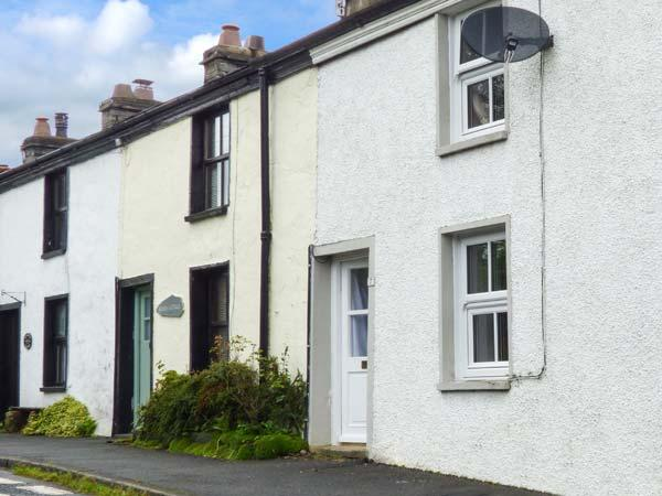 NO. 7, open plan living, lawned garden, cosy cottage next to pub, Spark Bridge, holiday rental in Kirkby in Furness