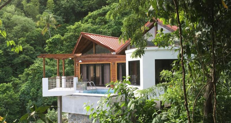 SERRANA VILLA ST. LUCIA! $1M VIEWS; GREAT LOCATION, SOUFRIERE, alquiler de vacaciones en Sta. Lucía