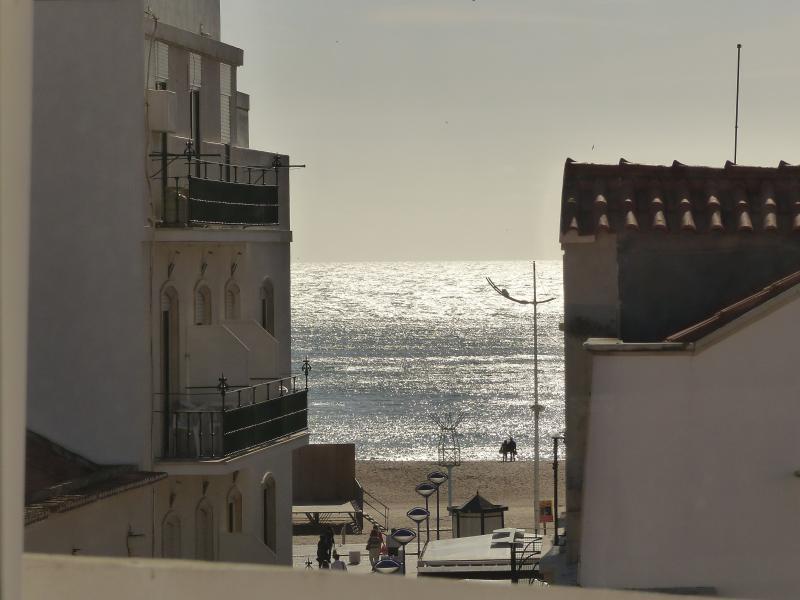 Terraço: Vista para a Praça Sousa Oliveira e para o Mar.