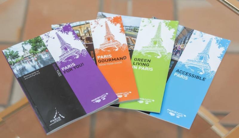 Nous mettons à votre disposition guides et plans de Paris, multilingues…