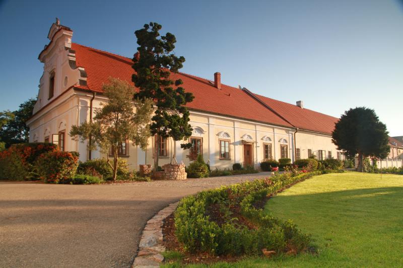 Chateau Liteň, holiday rental in Jiloviste