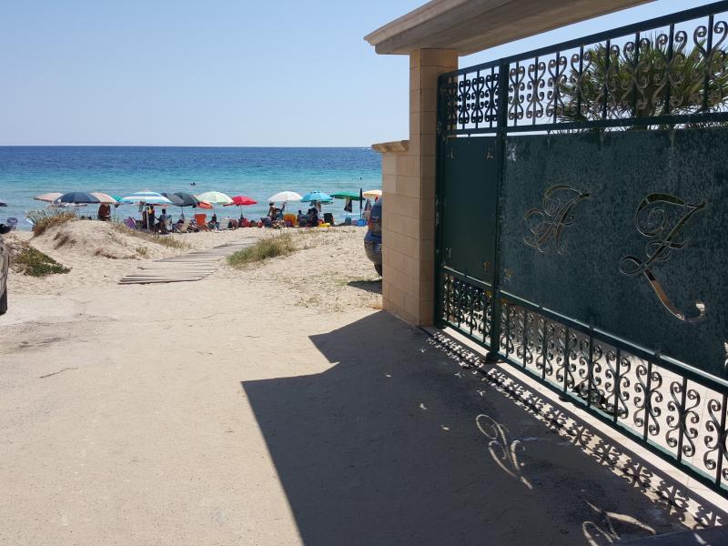 Uscendo si è in spiaggia