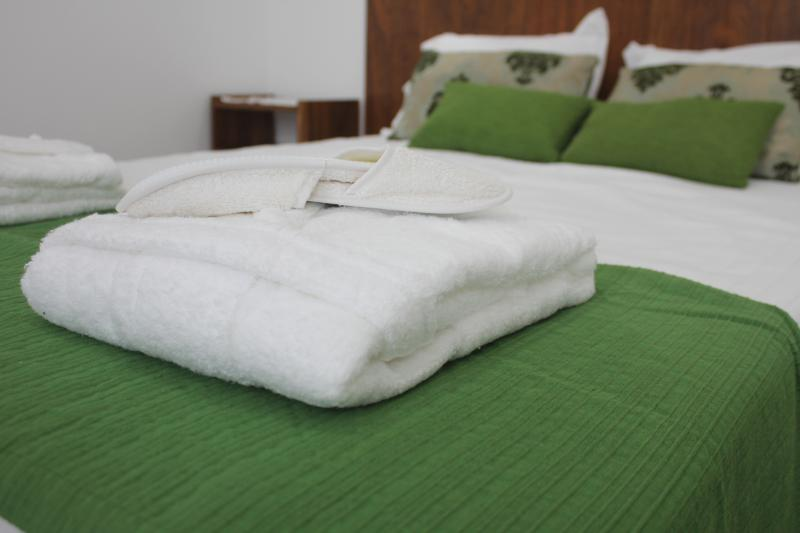 Pormenor da cama de casal | detail of double bed