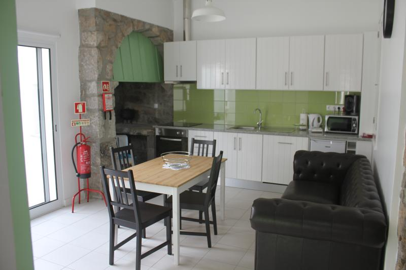 Cozinha com sala de estar | Kitchen with living room