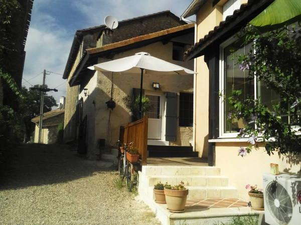 Location Maison Neuvic 4 à 8 personnes, holiday rental in Douzillac