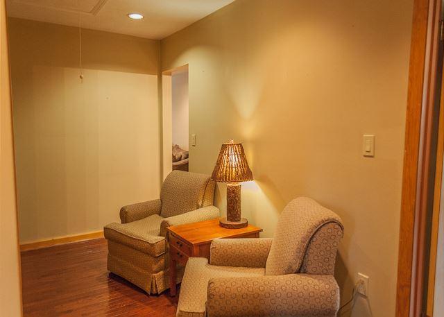 Cozy & Quiet Reading/Sitting Area