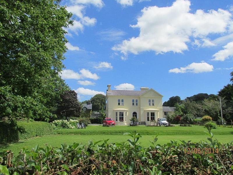 Historic Manor House Overlooking Killarney Lakes, holiday rental in Headford