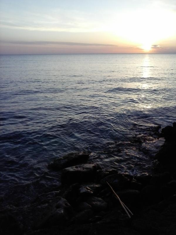 Spiaggia rocciosa al tramonto, Lido Pizzo