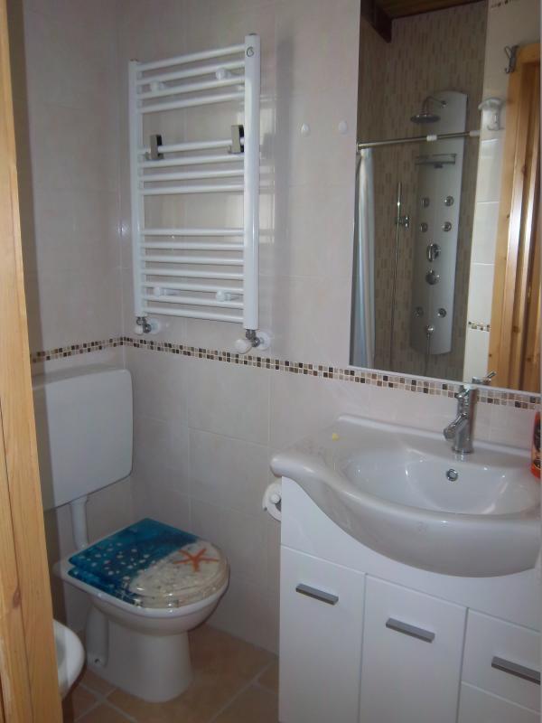 Appartement met 2 kamers met bad diensten bidet