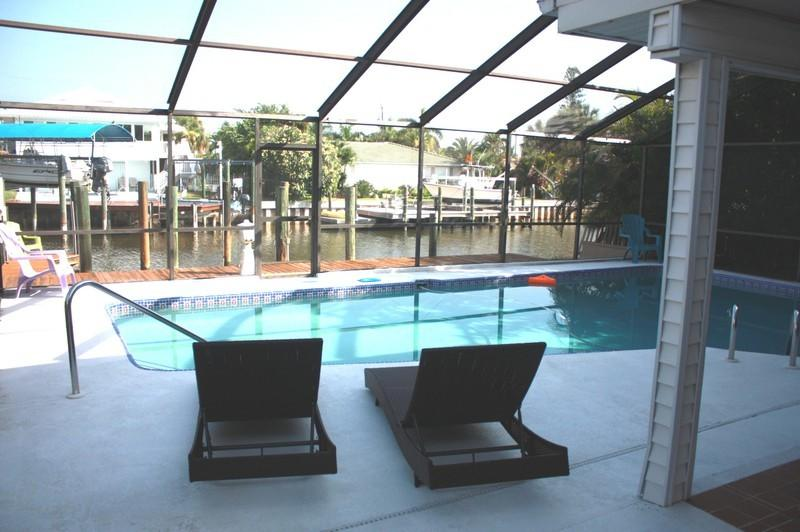 GIGA-HOMES 'ALBATROSS at the Beach' Waterfront NEW, holiday rental in Fort Myers Beach