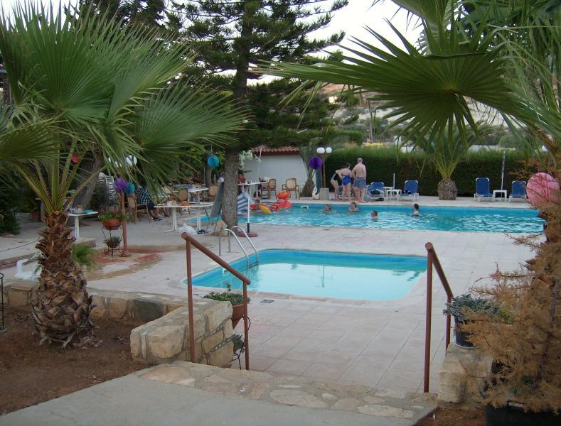 Rantzo pool area