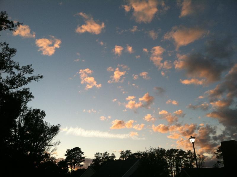 Nous avons ici de magnifiques couchers de soleil-cette photo a été prise de la véranda.