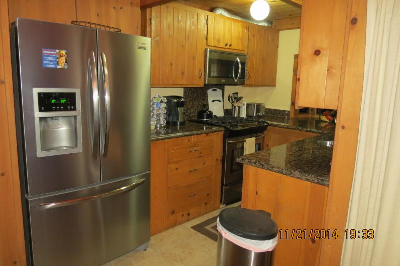 Gourmet kitchen with dishes and utensils for your mountain break.