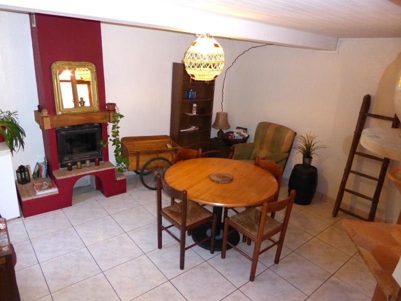 Chez Mémé - Maison de hameau en Vallée du Thoré, casa vacanza a Mazamet