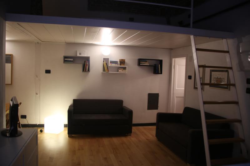 Vista notturna del soggiorno - Night view of the living room