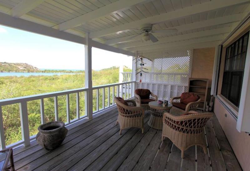 Un balcon pour chaque niveau, ajoute plus d'espace en plein air à votre emplacement déjà parfait.
