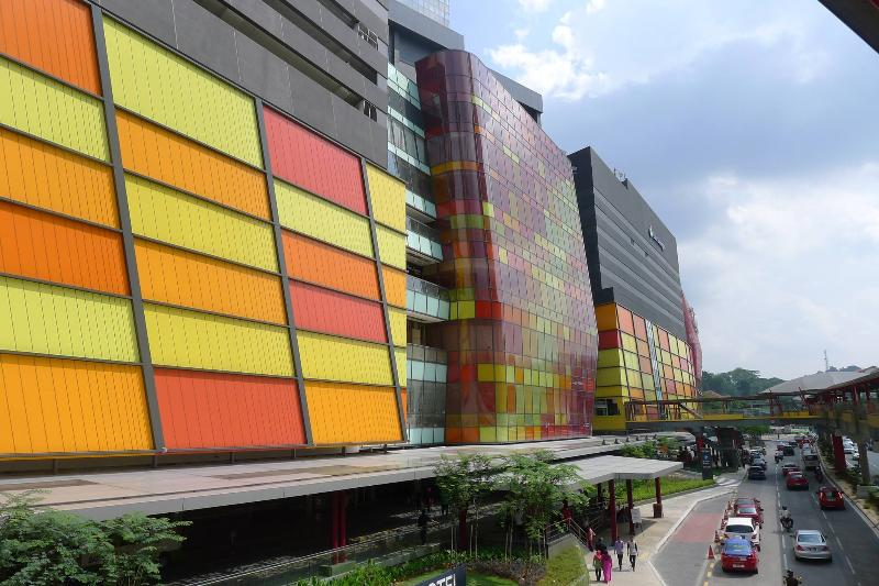 4 minutes walk to brand new Sunway Putra Mall with 200 shops and restaurants