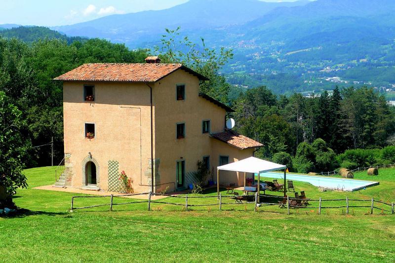 Casa Banella with private pool, aluguéis de temporada em Castelnuovo di Garfagnana