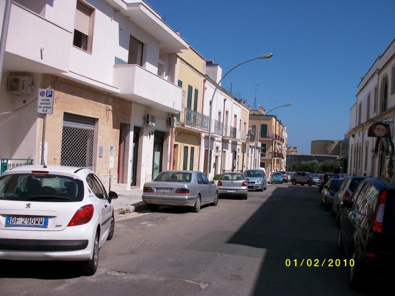 OTRANTO - Centro - vicinissimo al mare e Castello Aragonese, vacation rental in Otranto