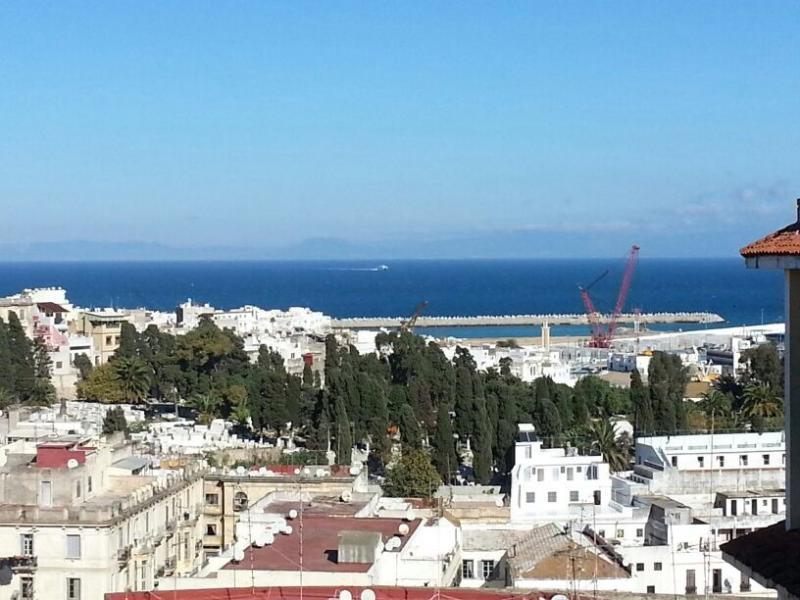 Der Blick vom Balkon an der Med und spanische Küste.