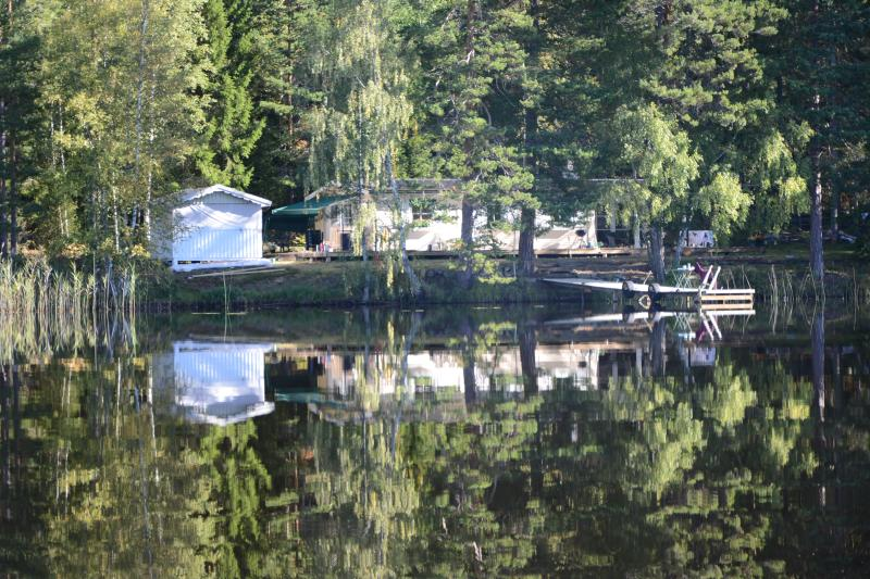 Luxury at the lake, own electric boat and bikes., vacation rental in Mickelstorp
