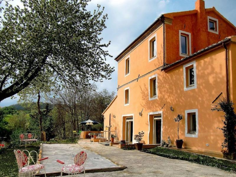 Borgo Cicco Bianco - Apartment millefiori, location de vacances à San Severino Marche