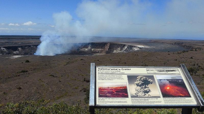 Volcano National Park 1/2 hour away