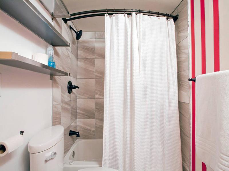 Deuxième salle de bains w baignoire
