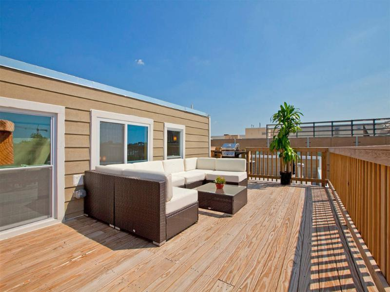 Private RoofDeck with Gas Grill