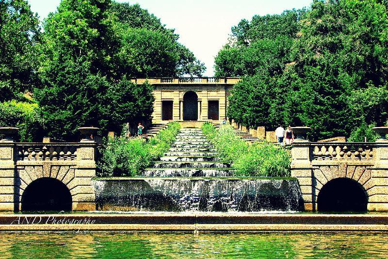 Meridian Hill Park (2 blocs)