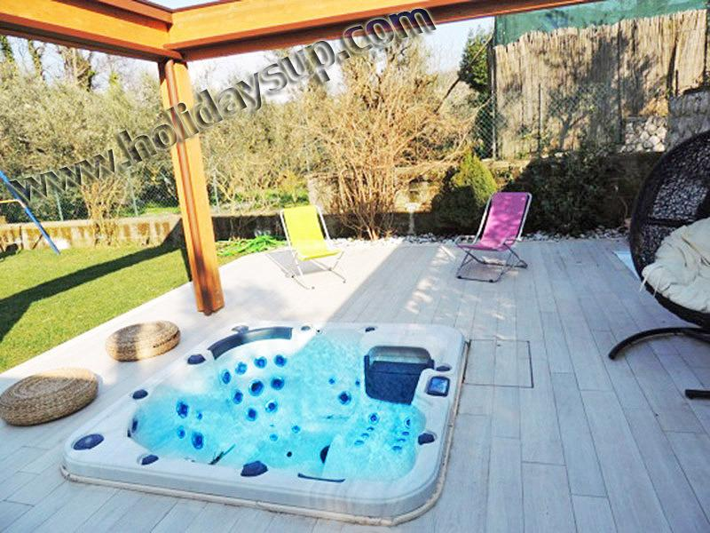 Outside patio garden and jacuzzi hot tub apartment close to sorrento and amalfi coast booking rental