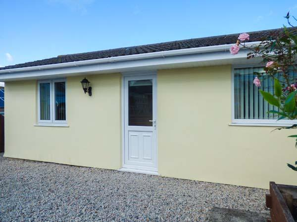 THE ANNEXE, CORMORANT DRIVE, ground floor cottage, parking, patio, ideal for, holiday rental in Charlestown