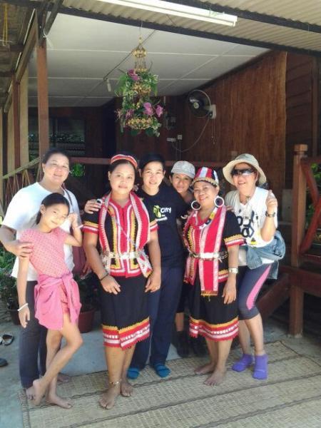 Welcoming Bidayuh's ethnic costumes.