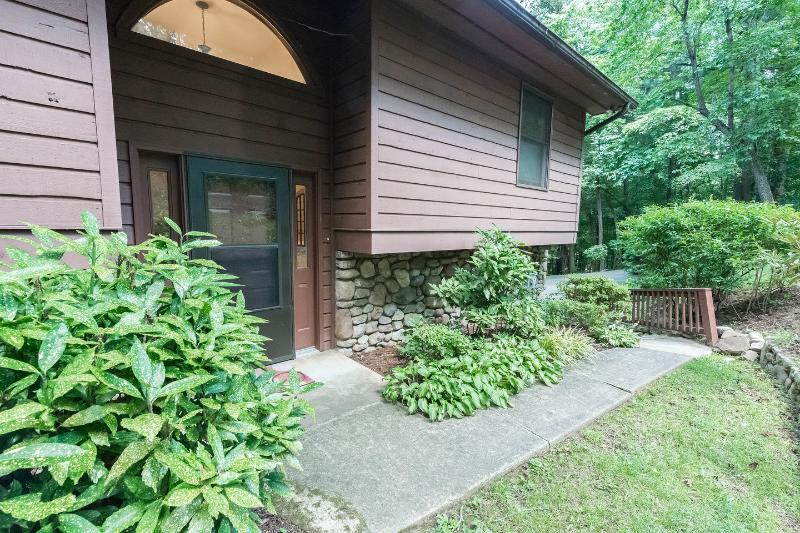 The front entrance of your home in the peaceful, but convenient neighborhood. Close to everything!