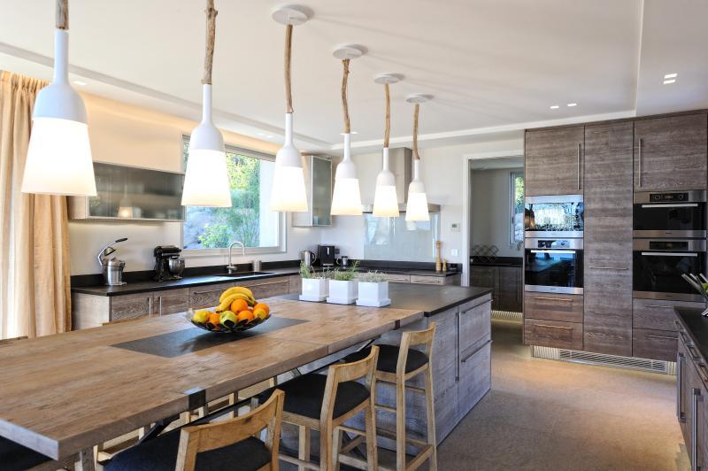 Kitchen and back kitchen