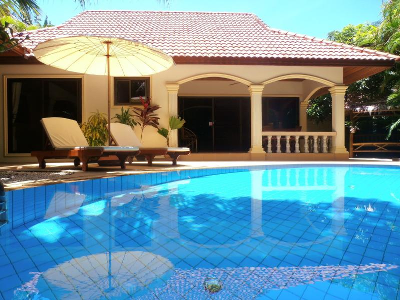 LUXURY VIP COCONUT ISLAND 2Bedroom Private Pool VILLA, vacation rental in Nai Harn