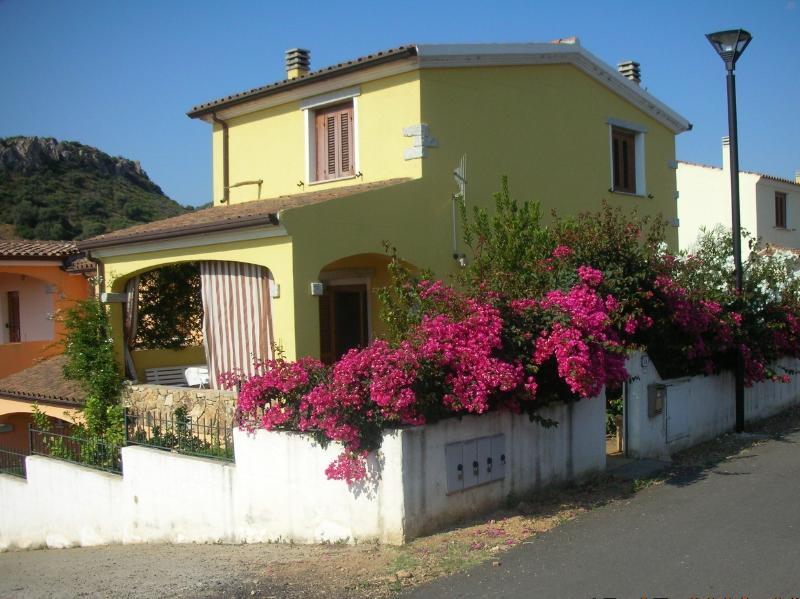Villetta con giardinetto, holiday rental in Posada
