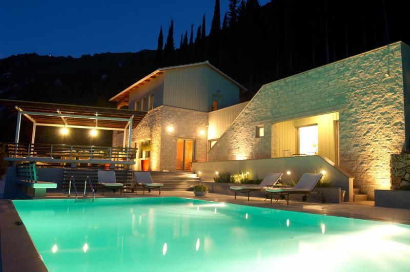 Arenaria L. Villas complex - Villa Santolina, holiday rental in Lefkada Town